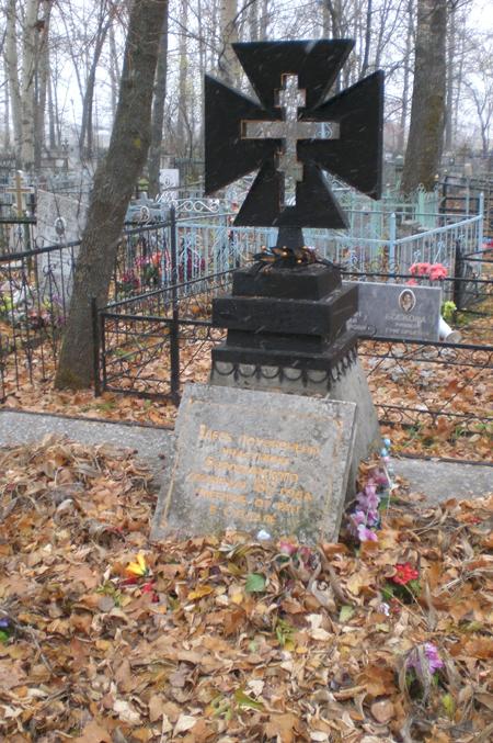 Памятник на могилу Суздаль заказ памятника на кладбище Сусуман